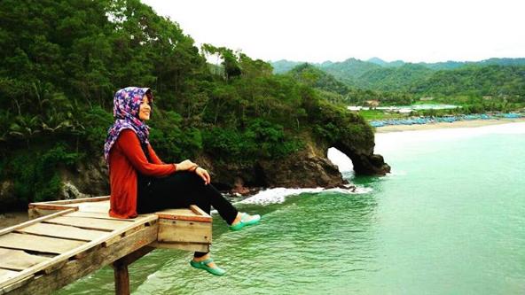 Hasil gambar untuk gambar Pantai Lampon