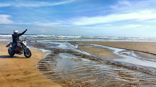 Hasil gambar untuk pantai bagedur