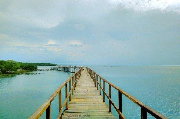 Lihat Keunikan Dari Pantai Kutang Lamongan Jawa Timur