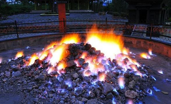 Sejarah Kayangan Api Abadi