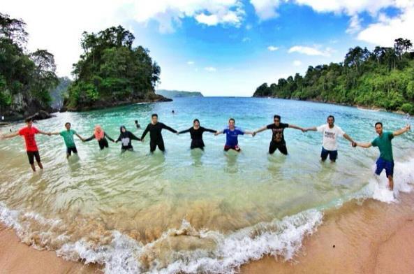 Aktivitas Dan Akses Menuju Lokasi Pantai Teluk Hijau Banyuwangi