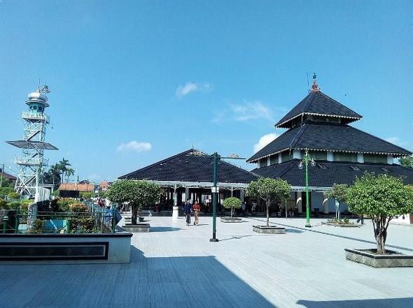 Wisata Religi Ke Masjid Agung Demak Jawa Tengah