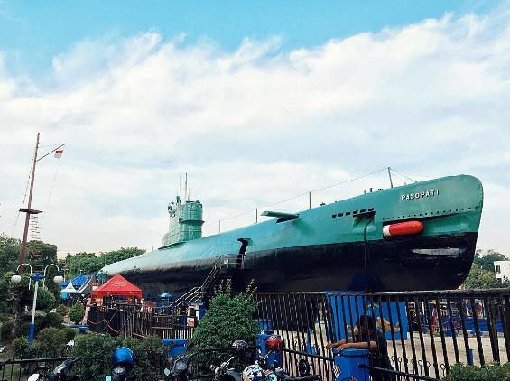monumen-kapal-selam
