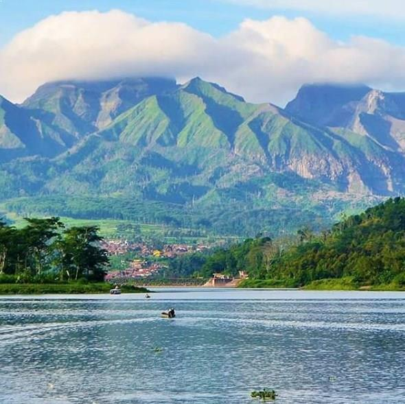 Wisata Murah Di Bandung: Pesona Taman Wisata Bendungan Waduk Selorejo Malang